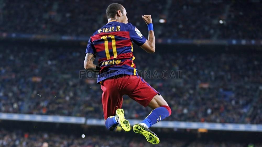 cfa85e943f O Barça venceu por 5 a 2. Suárez fazendo um e o camisa 11 marcando quatro!  O craque brilhou no jogo e disparou como o artilheiro da Liga.