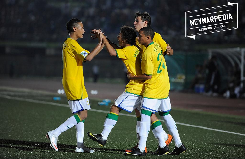 ... camisa 11 da Seleção Brasileira e participava da Copa do Mundo FIFA  2009 Sub-17. Nesta mesma data 4fb1c76ac6d9c