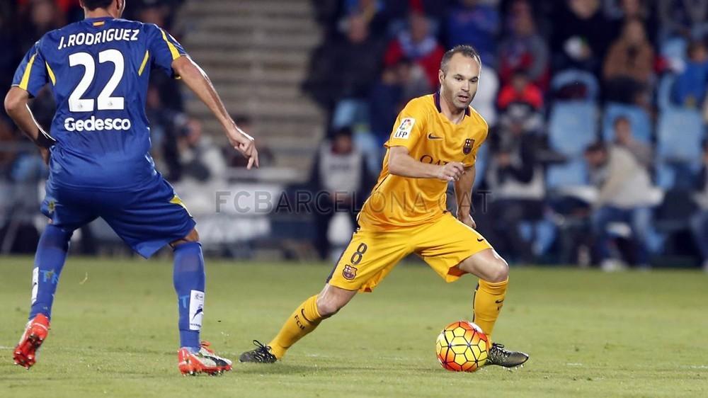 A partida também marcou a volta de Iniesta. Um dos maiores craques do Barça  estava de fora 5ed7d1360a106