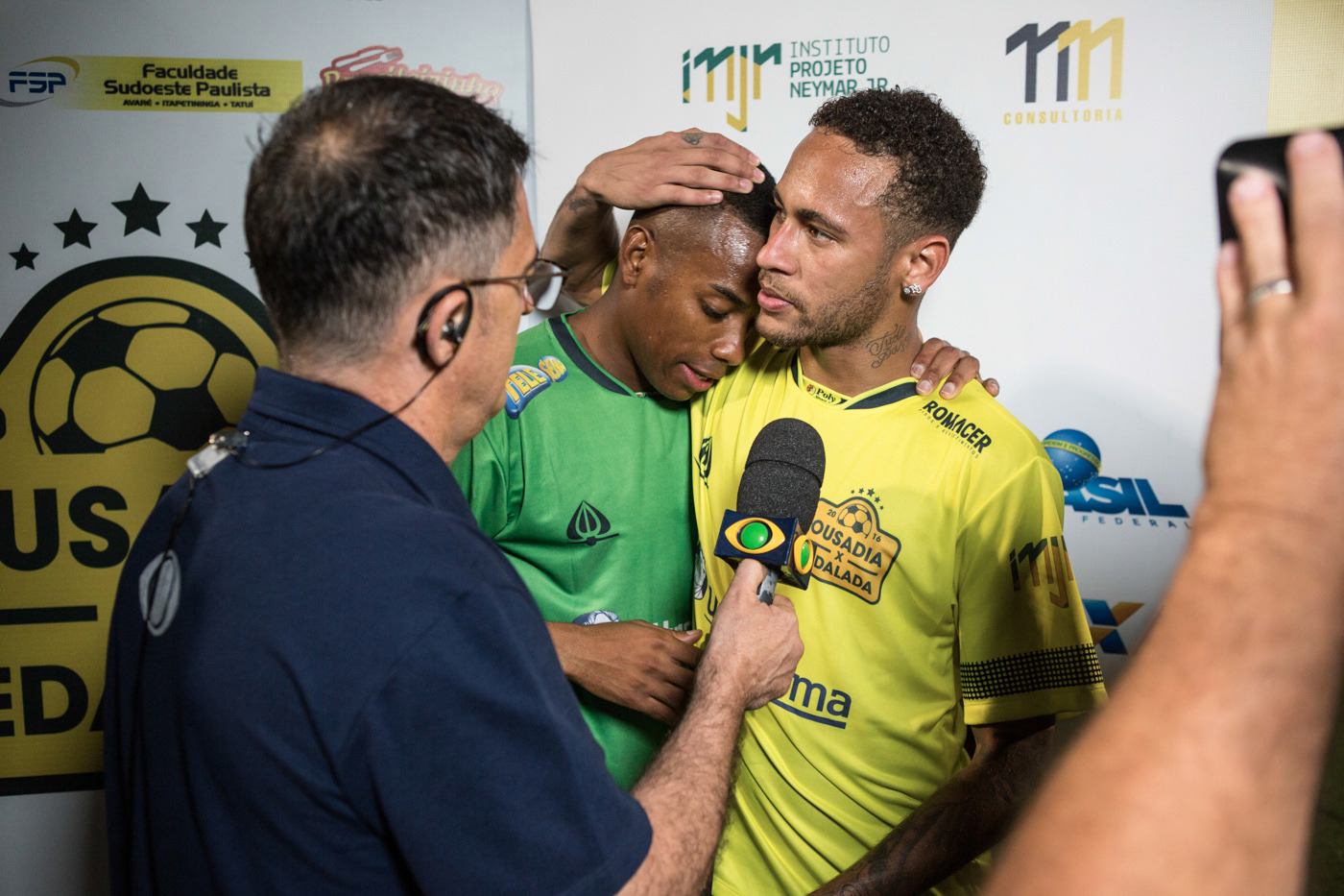 9e274a7963 Neymar Jr. and Robinho put on a show in their charitable game