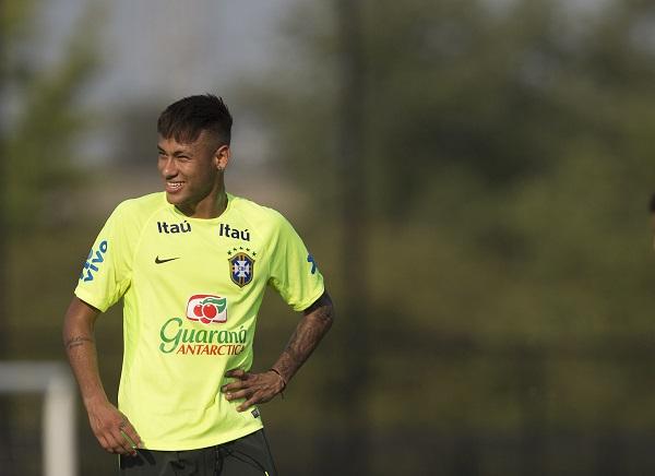 Retorno de Neymar Jr. após contusão durante Copa do Mundo completa um ano. 2bf78cbb3453b