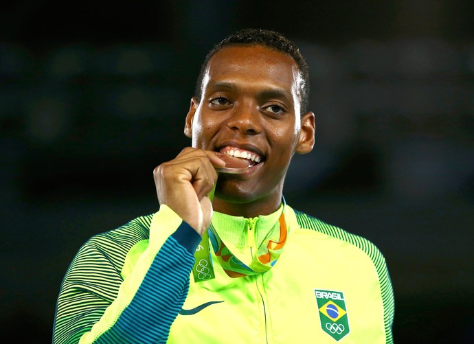 Maicon Andrade e o gostinho da medalha de bronze conquistada no taekwondo (Foto: Agência Reuters)