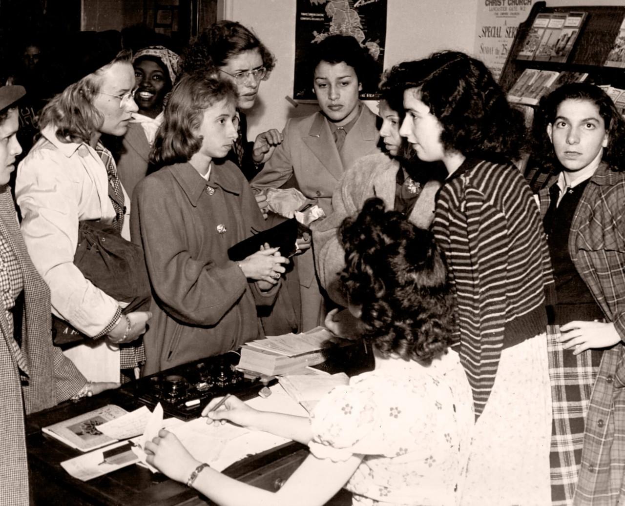 Atletas do Brasil se registram no Southland College, que serviu de alojamento para as mulheres em Londres  - Chris Ware / Revista Fon Fon