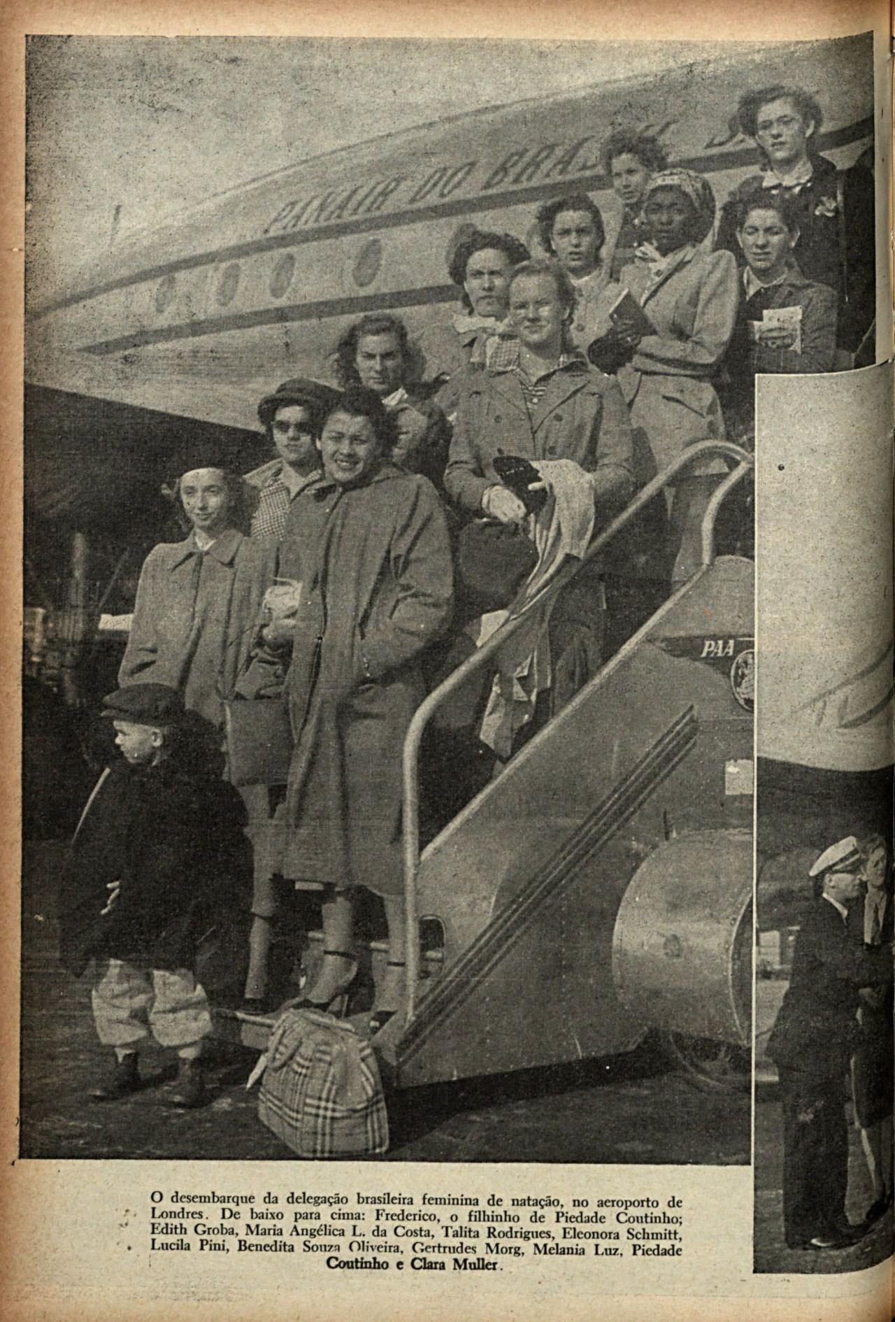 Página da revista Fon Fon mostra o desembarque da delegação feminina. Brasil foi representado por 11 mulheres na natação e no atletismo - Chris Ware / Revista Fon Fon