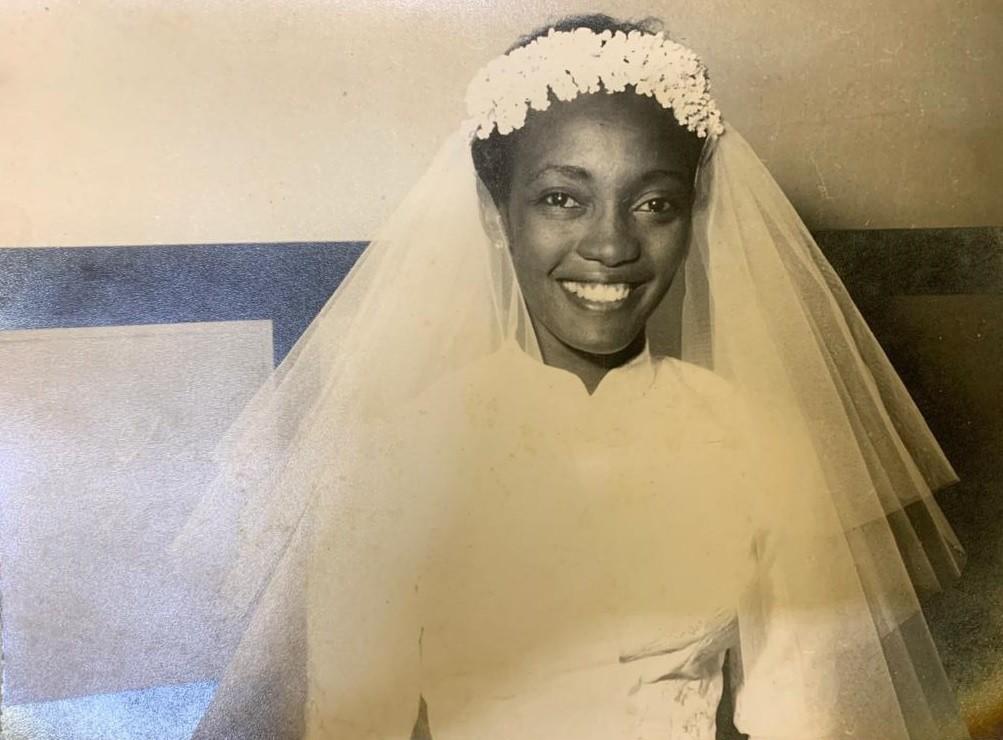 Melânia vestida de noiva para casar-se com o também atleta Mimico, do Vasco - Arquivo pessoal