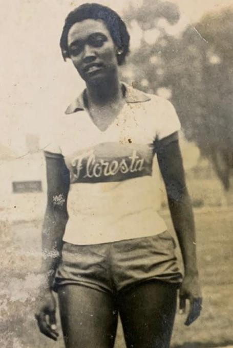 Melânia com a camisa do Floresta, clube que defendeu depois do São Paulo. Ela também correu pelo Tietê - Arquivo pessoal