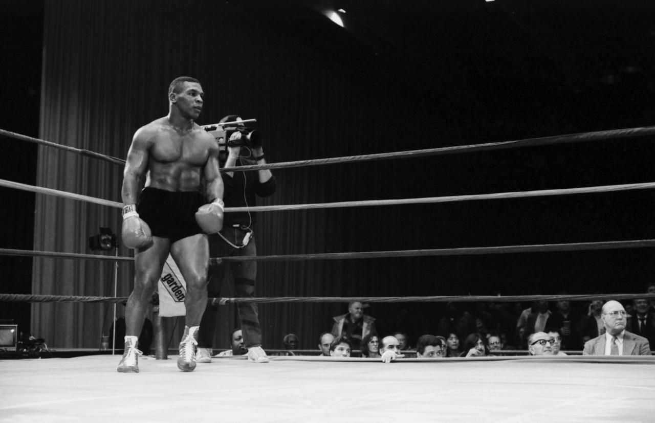 Mike Tyson ainda jovem nos ringues - Divulgação