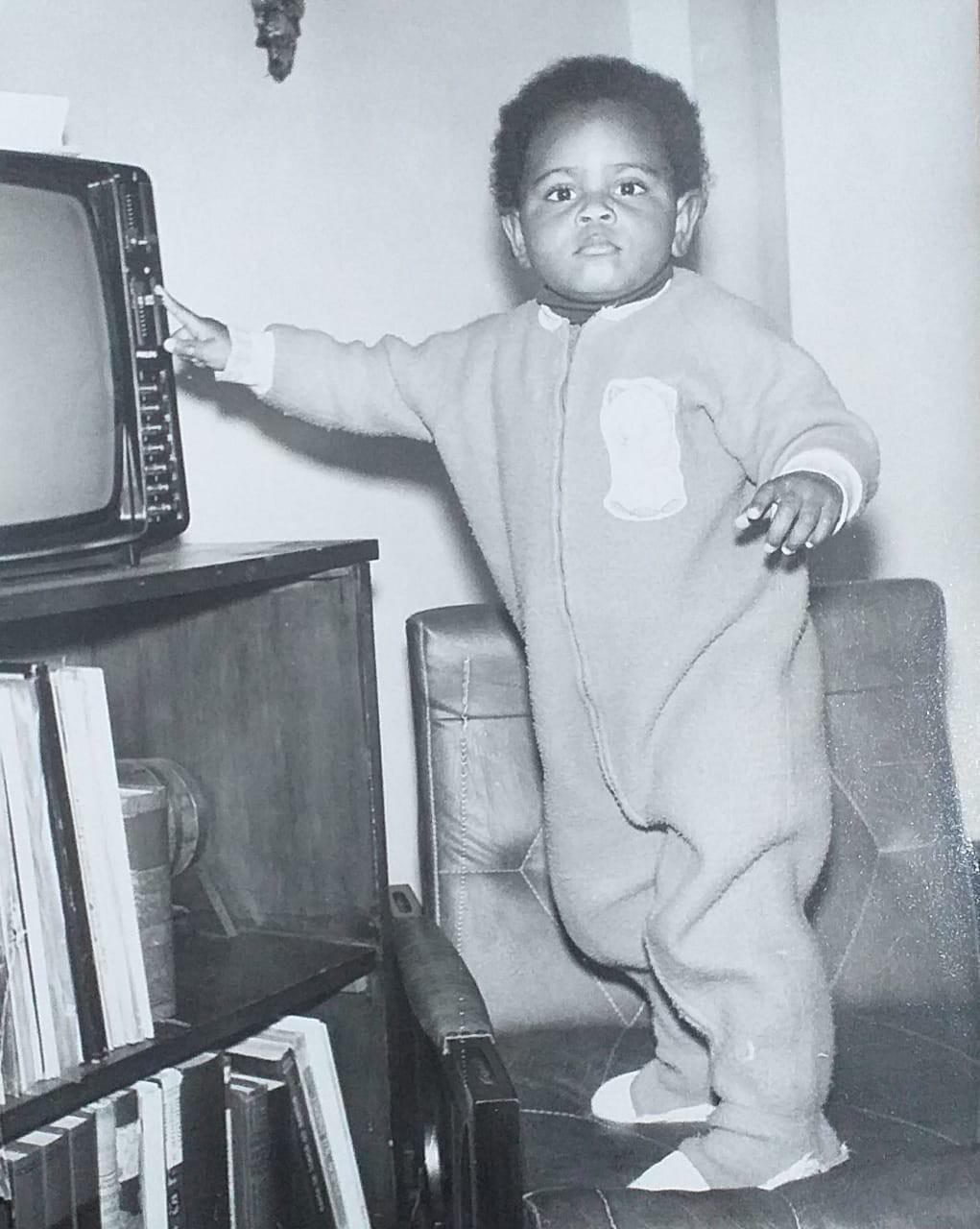 Alessandra ainda bebê: a lembrança de ter televisão em casa nos anos 1970 - Arquivo pessoal