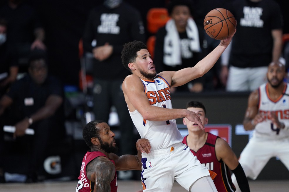 Devin Booker, ala-armador do Phoenix Suns - Ashley Landis - Pool/Getty Images