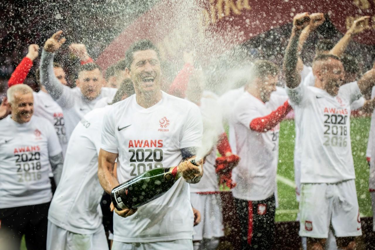 Robert Lewandowski comemora a vaga da Polônia na Euro-2020 - Getty Images