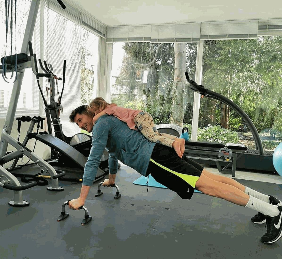 Lewandowski durante os treinamentos em casa, em Munique - Reprodução / Instagram