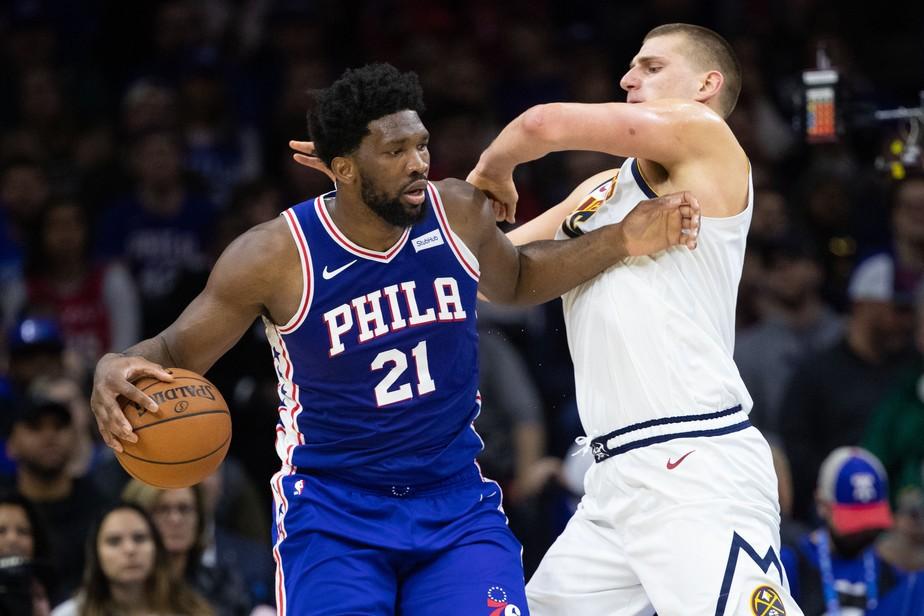 Joel Embiid, pivô do Philadelphia 76ers - Bill Streicher/Reuters