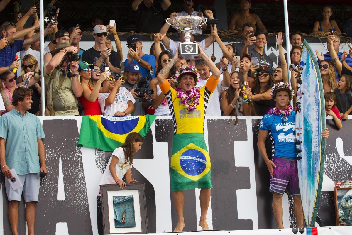 Medina se tornou o primeira brasileiro campeão mundial de surfe em 2014 - WSL / Kirstin