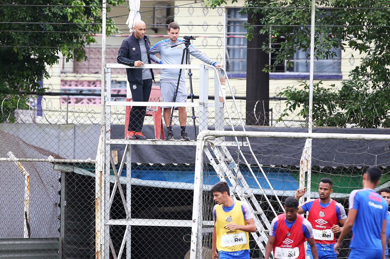 Edinho hoje trabalha como coordenador técnico das categorias de base do Santos -  Ivan Storti/Santos FC