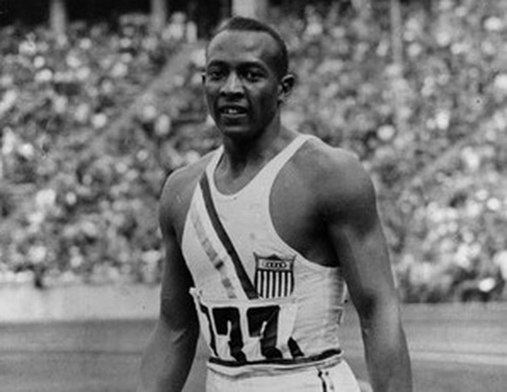 Jesse Owens nos Jogos de Berlim - Reprodução