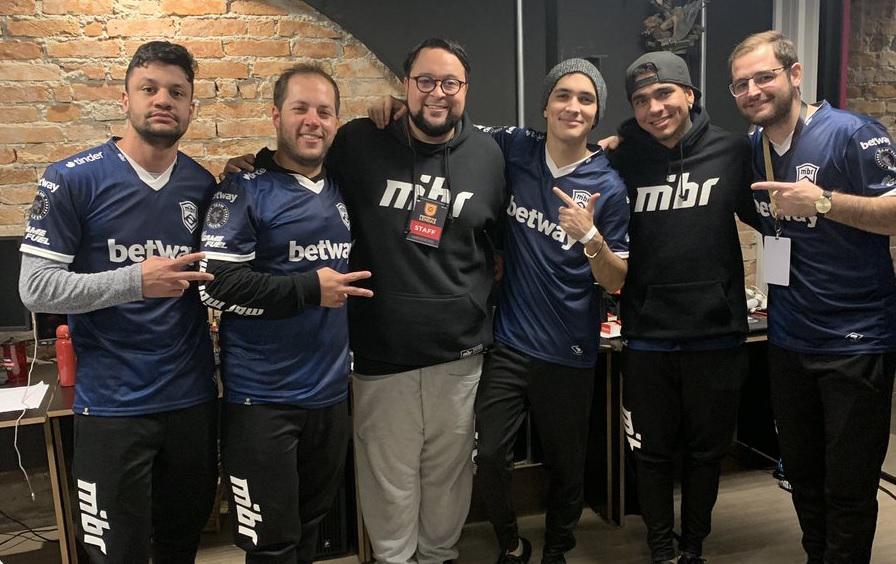 Gordox com os jogadores da MIBR em 2019 - Reprodução