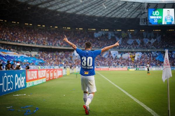 Thiago Neves chegou abraçado no Cruzeiro - Vinnicius Silva/Cruzeiro