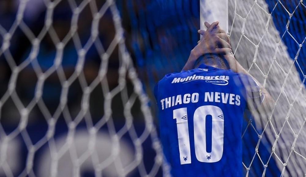 Thiago Neves conquistou duas Copas do Brasil com o Cruzeiro, mas deixou o clube sob críticas após rebaixamento - Twitter / Mineirão