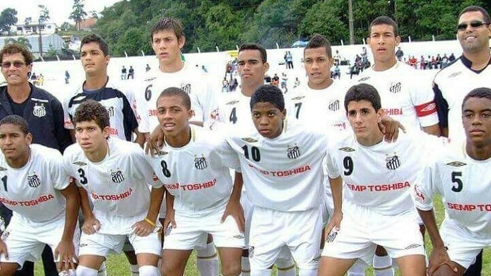 Marinho com a camisa 10 na base do Santos - Divulgação/Santos
