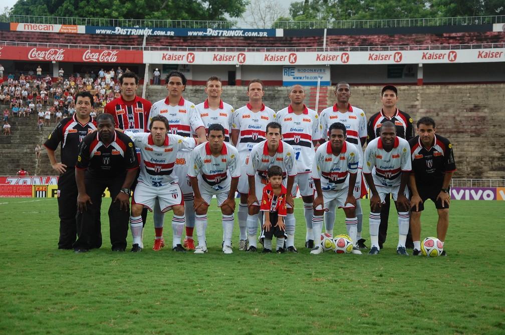 Weverton foi campeão do interior no Botafogo-SP, em 2010: ele é o primeiro jogador em pé - Rafael Martinez/Botafogo FC