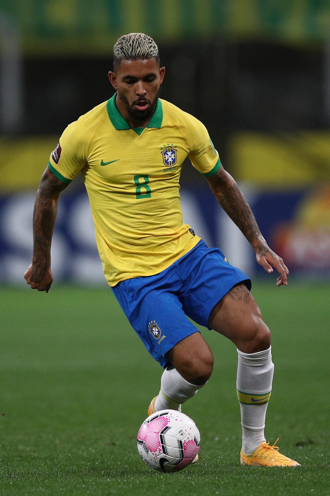 Douglas Luiz é um exemplo de atleta que passou pela rede do CFG - Getty Images