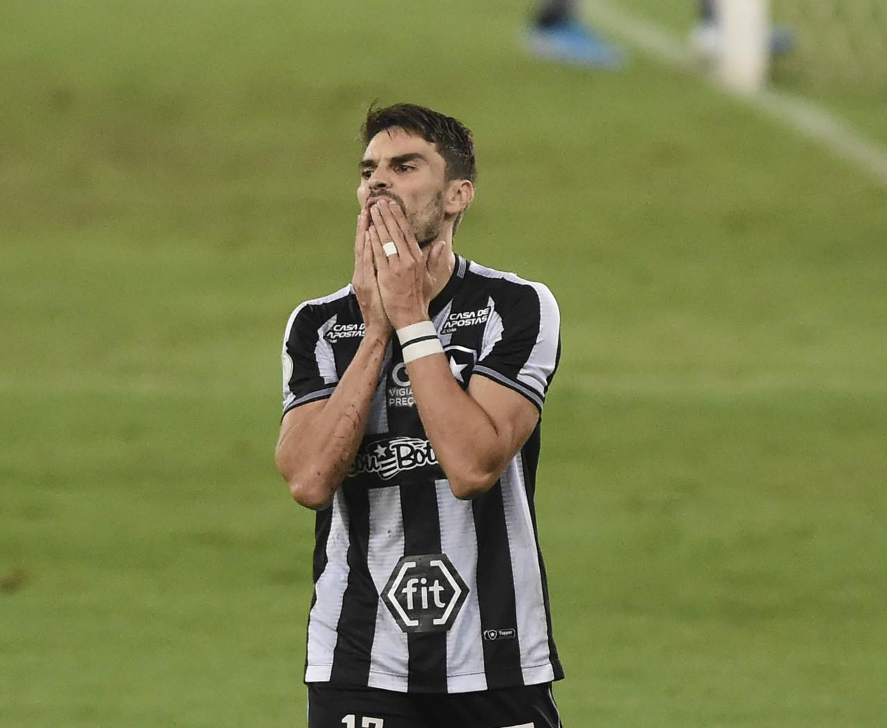 """Rodrigo Pimpão foi chamado de """"jogador fraquíssimo"""" por Montenegro quando defendia o Botafogo - André Durão/ge"""