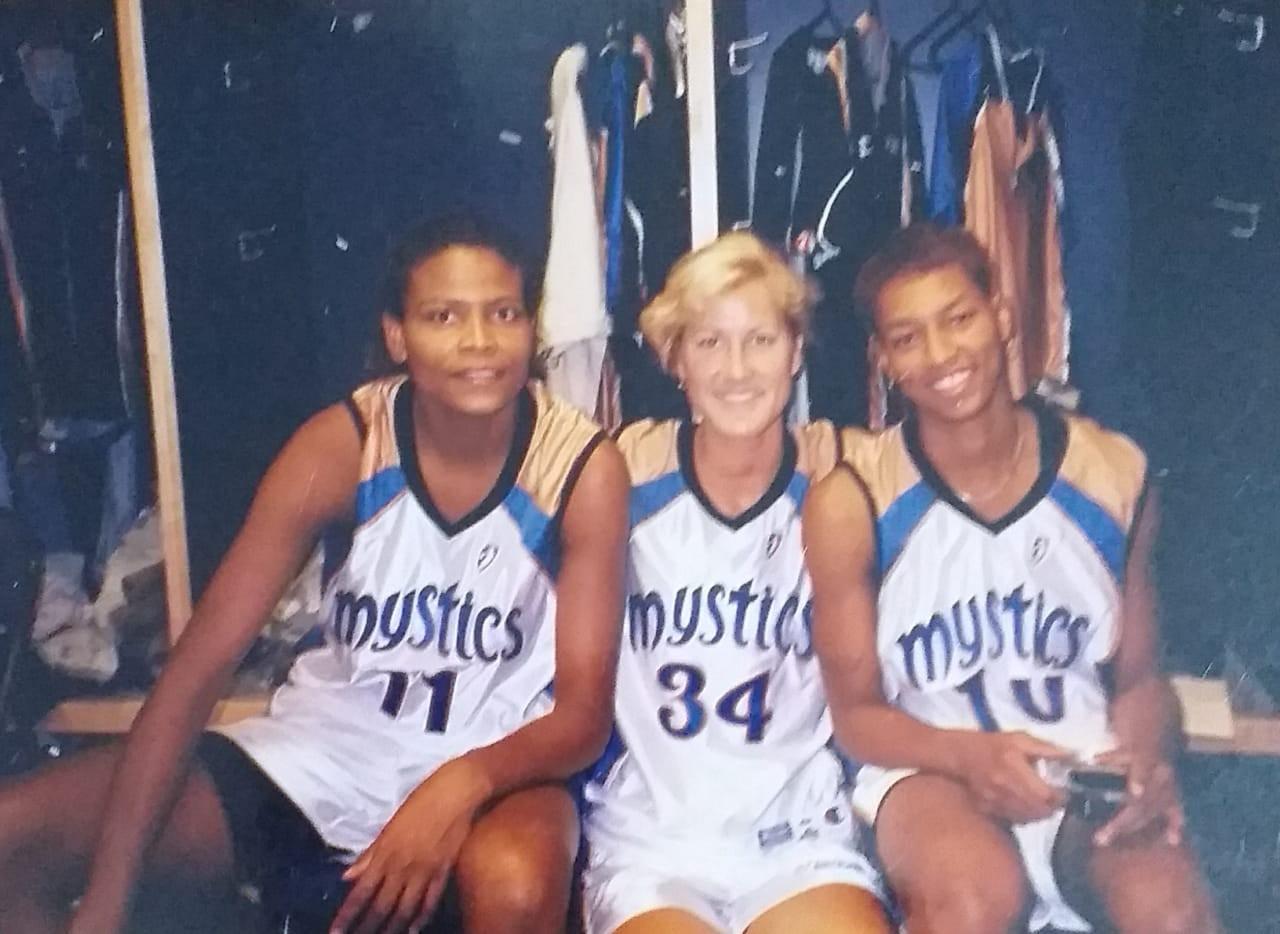 Alessandra no vestiário do Washington Mystics, a primeira equipe que defendeu na WNBA - Arquivo pessoal