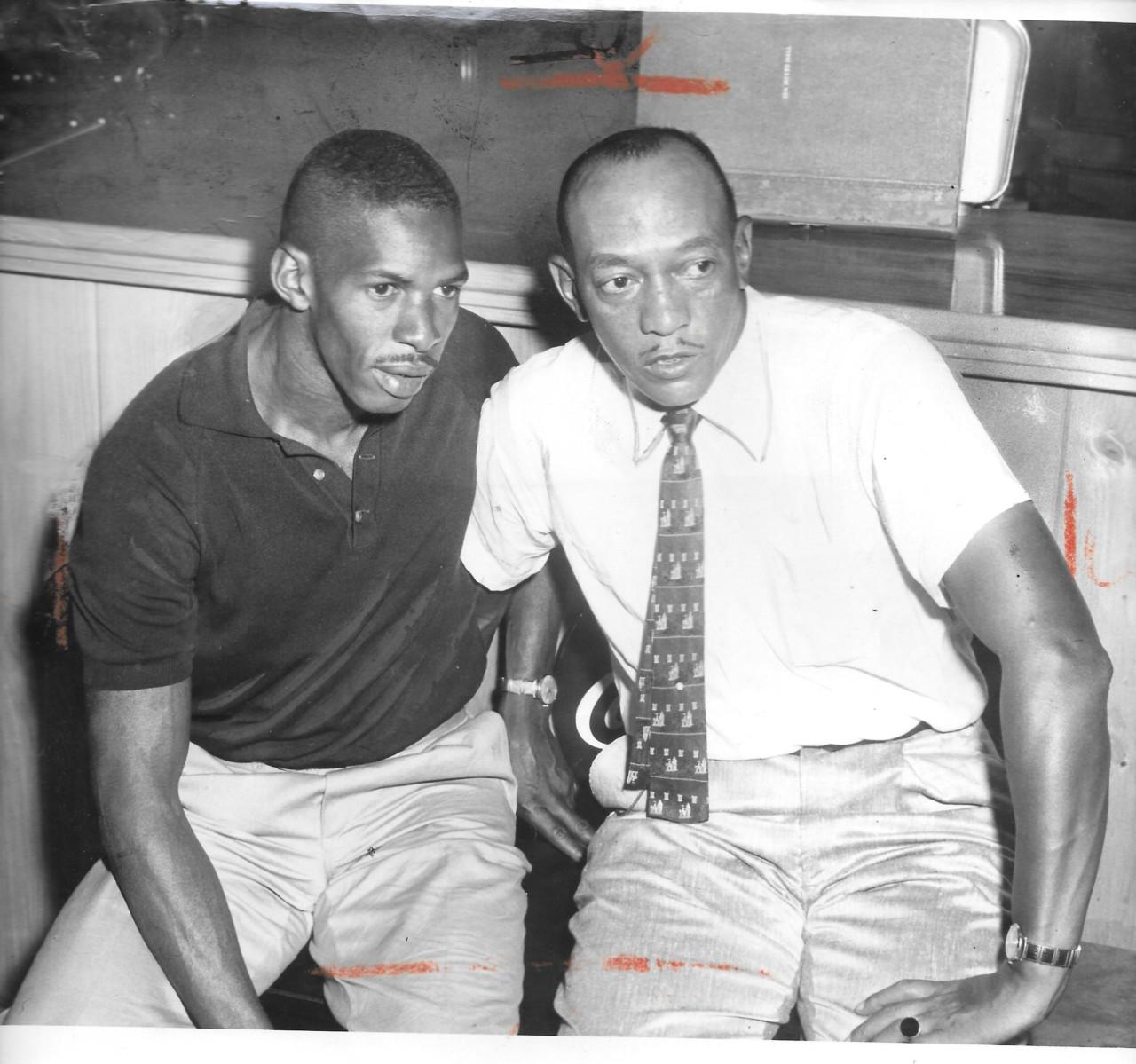 As lendas do atletismo Adhemar Ferreira da Silva e Jesse Owens - Arquivo pessoal