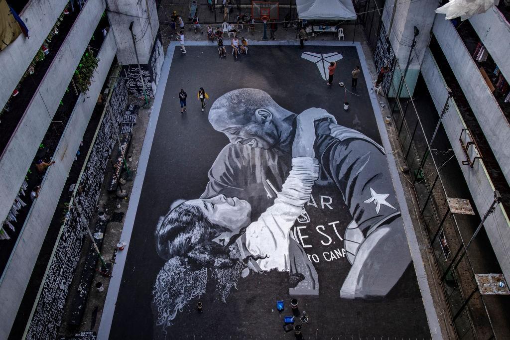 Chão em Manilla foi pintado com uma imensa foto de Kobe Bryant e Gigi - Getty Images