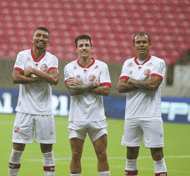 Kieza, Jean Carlos e Vinícius comemoram gol do Náutico - Marlon Costa/Pernambuco Press