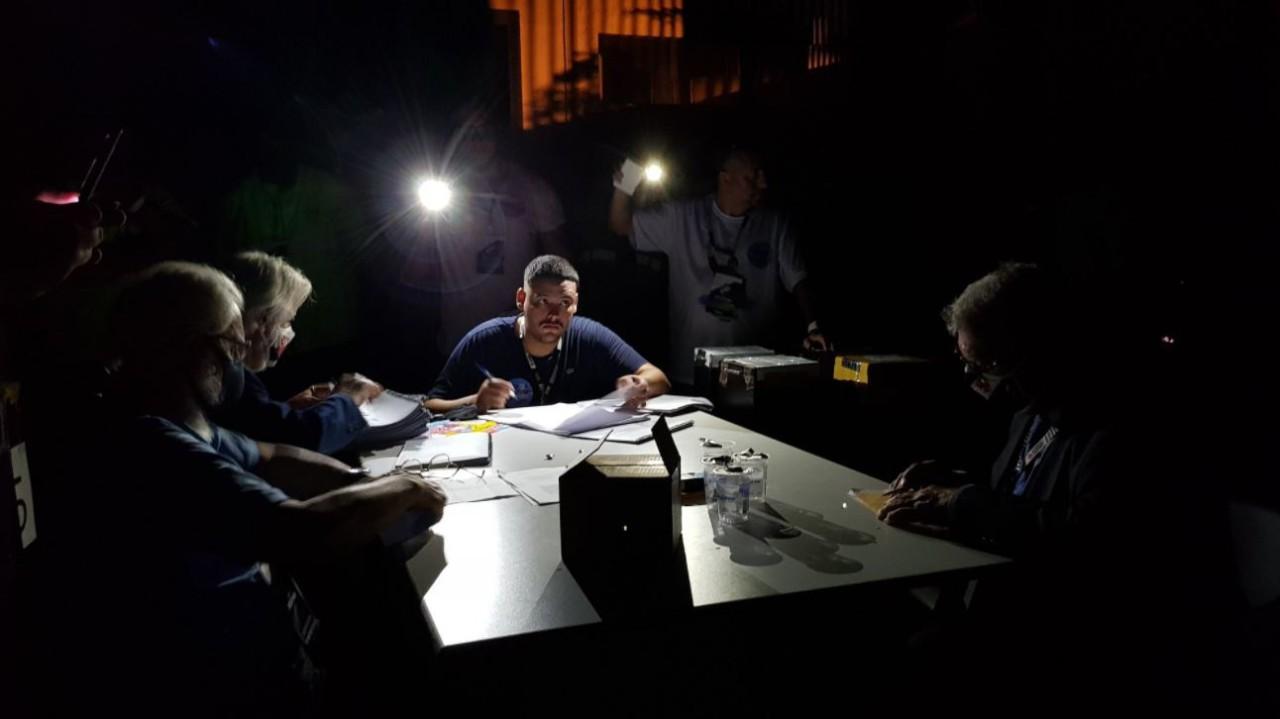 Eleição de 7 de novembro foi interrompida antes do fim pela Justiça, e luzes foram apagadas por ordem de Campello. Depois houve contagem de votos com só dois candidatos presentes - Hector Werlang