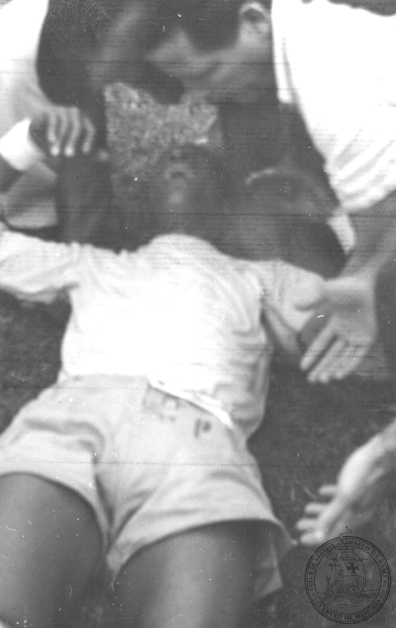 Três anos depois da final da Copa, Barbosa chora de dor no Maracanã: dividida com Zezinho, do Botafogo, o afastou dos gramados por longo tempo - CPAD-CRVG