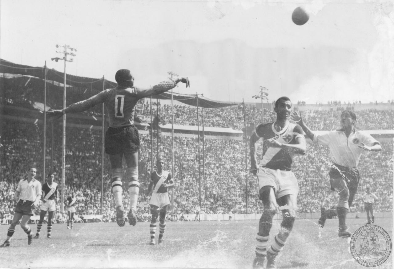 O voo de Barbosa em amistoso contra o América do México: 4 a 3 para o melhor time da América do Sul, no dia 9 de janeiro de 1949 - CPAD-CRVG