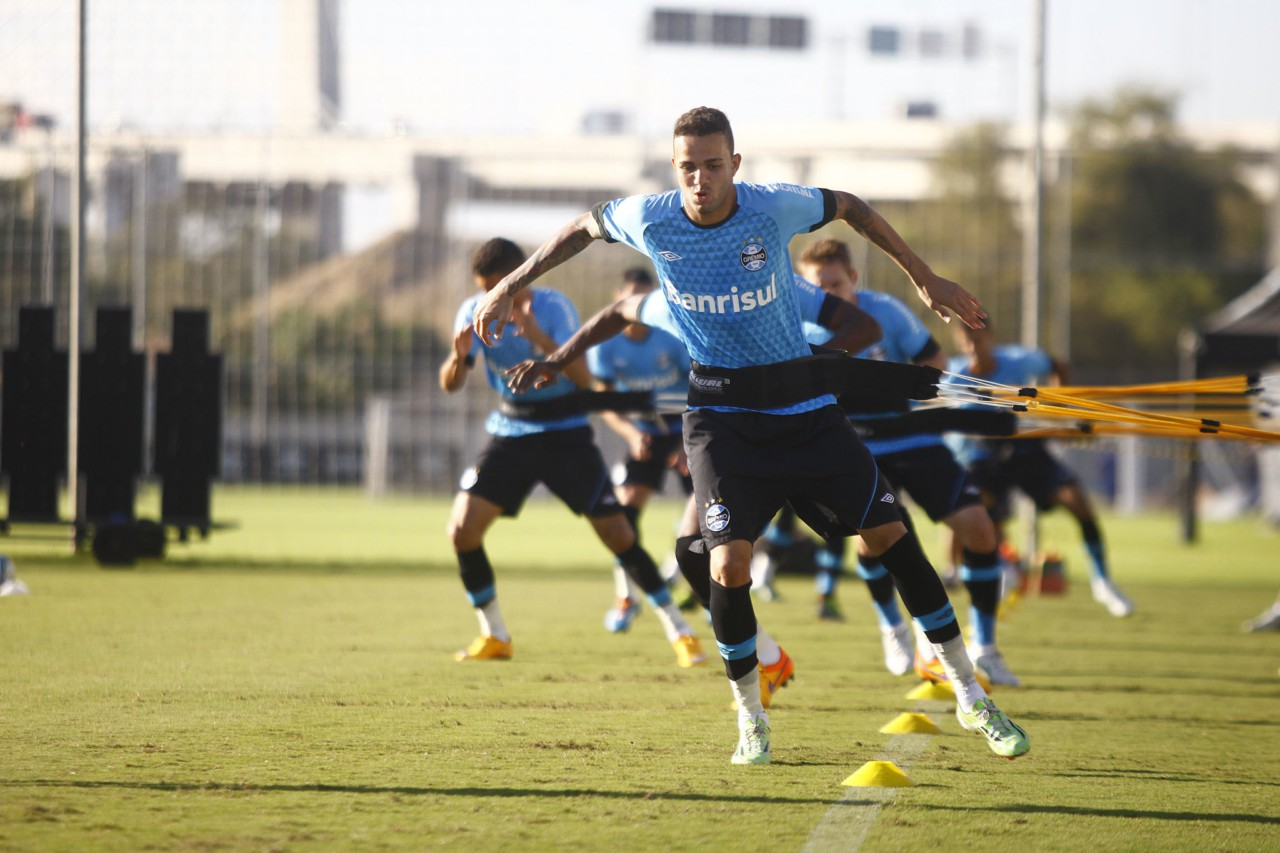 Luan, ainda novinho, em treinamento pelo Grêmio em 2015 - Lucas Uebel/Grêmio