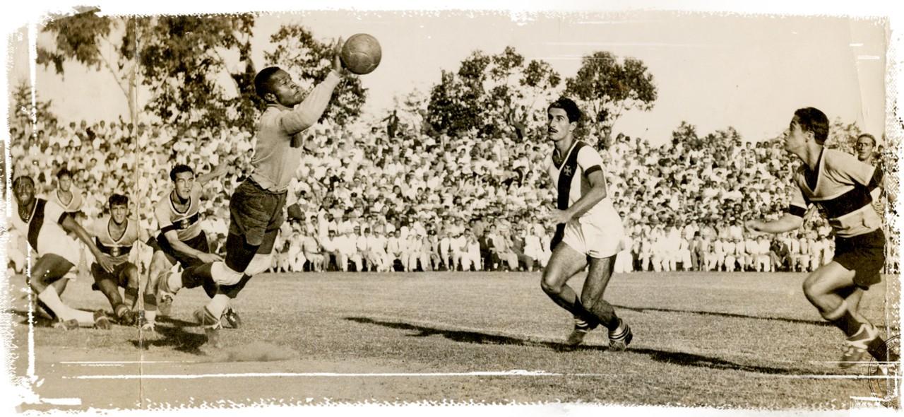 O voo de Barbosa: em 18 de março de 1945, estreia contra o Grêmio e goleada de 6 a 1 para os vascaínos. No estádio da Timbaúva, em Porto Alegre (RS)