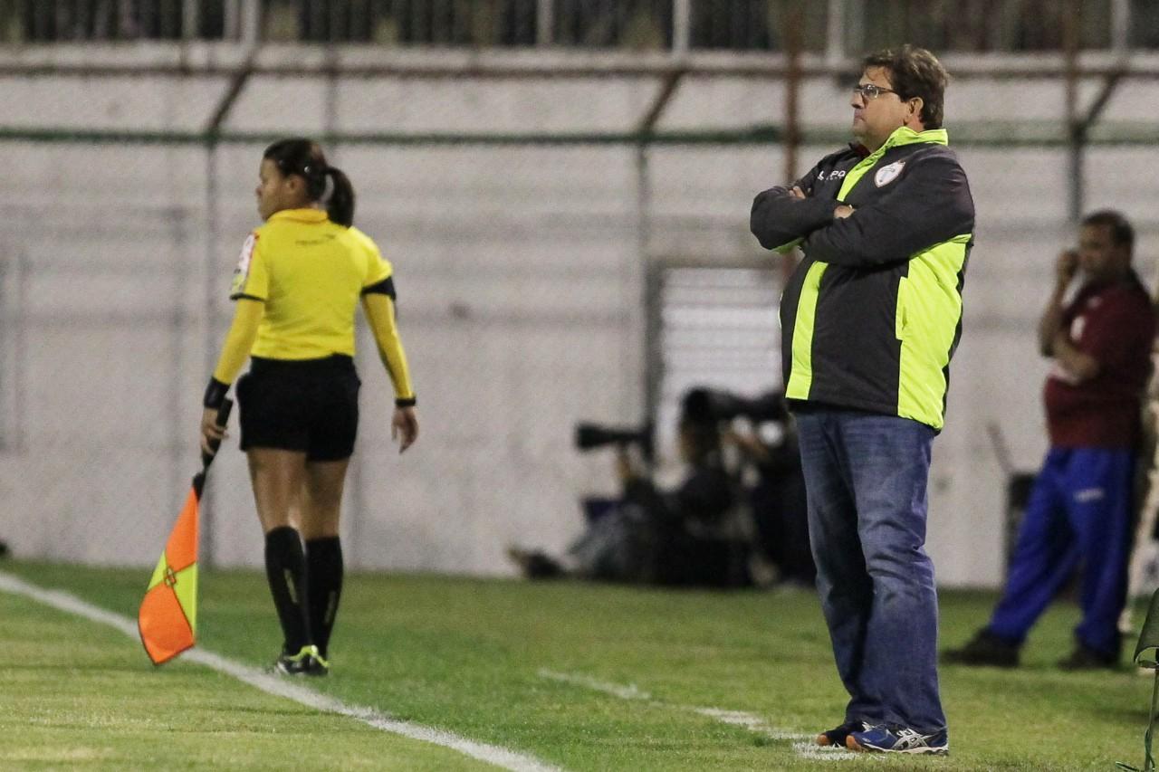 Janette Arcanjo em ação ao lado do técnico Guto Ferreira em Portuguesa x Goiás, pela Série A 2013 - Moises Nascimento/AGIF