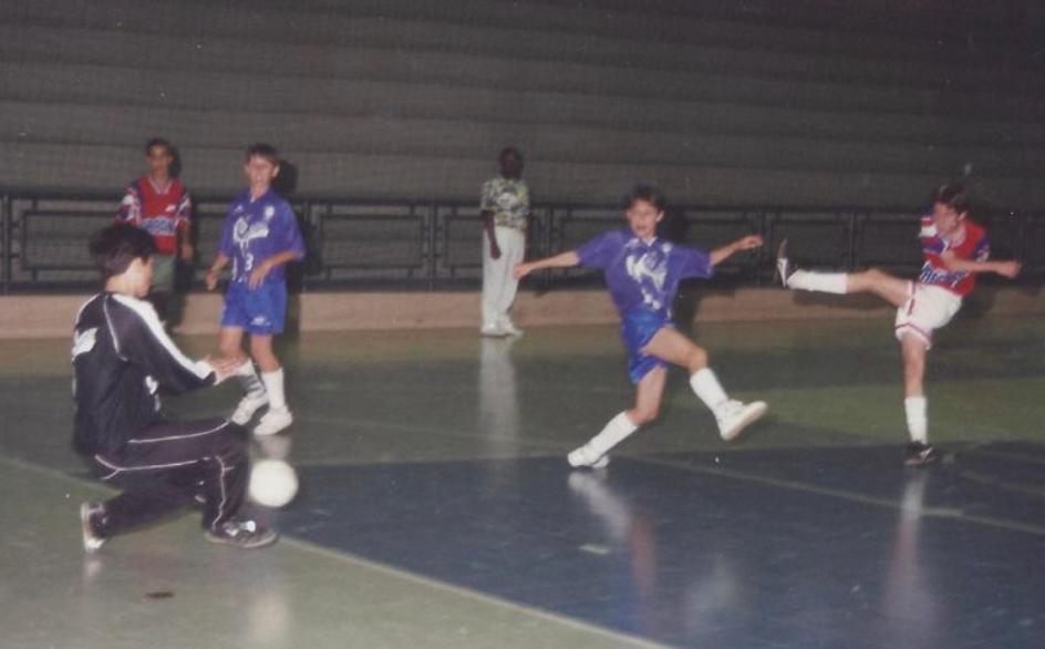 Filipe Luís em ação no futsal de Jaraguá - Reprodução