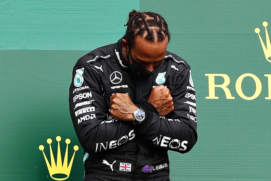 Lewis Hamilton ainda tem seus feitos questionados na F1 - Francois Lenoir/Pool/Getty Images