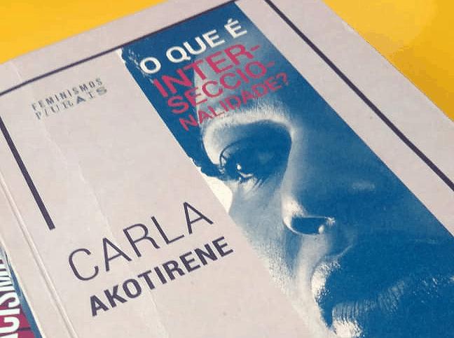 """""""O que é interseccionalidade?"""", livro da pesquisadora baiana Carla Akotirene - Rafael Santana"""