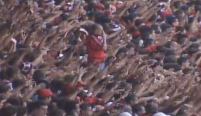 Lula faz o sinal da cruz segundos antes do gol - Reprodução