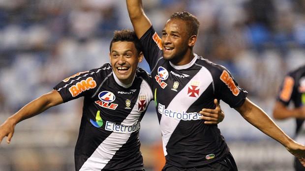 Fellipe Bastos e Eder Luis comemoram gol pelo Vasco - André Portugal / Fotocom.net