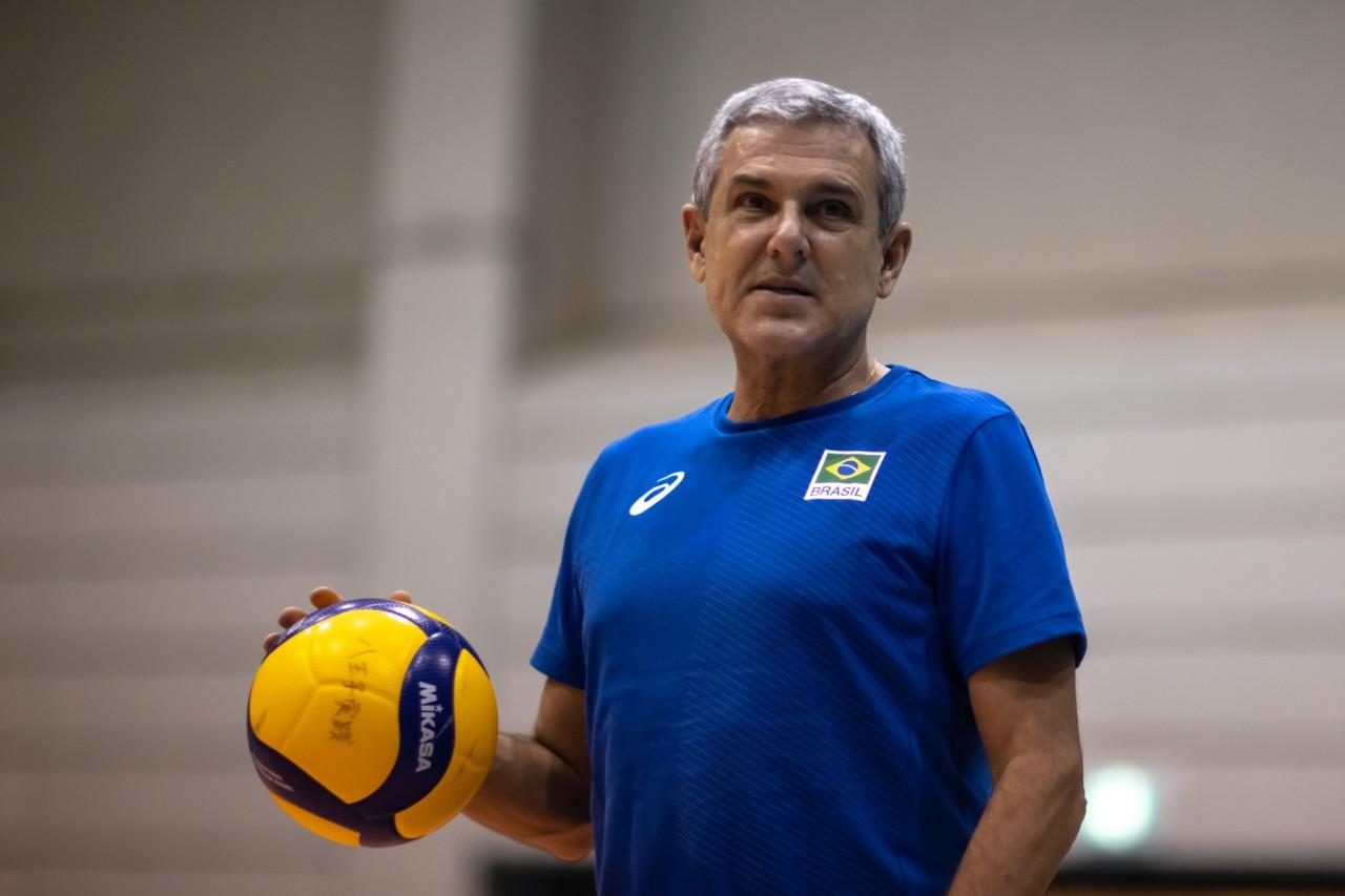 José Roberto Guimarães em treino no Japão - Divulgação/COB
