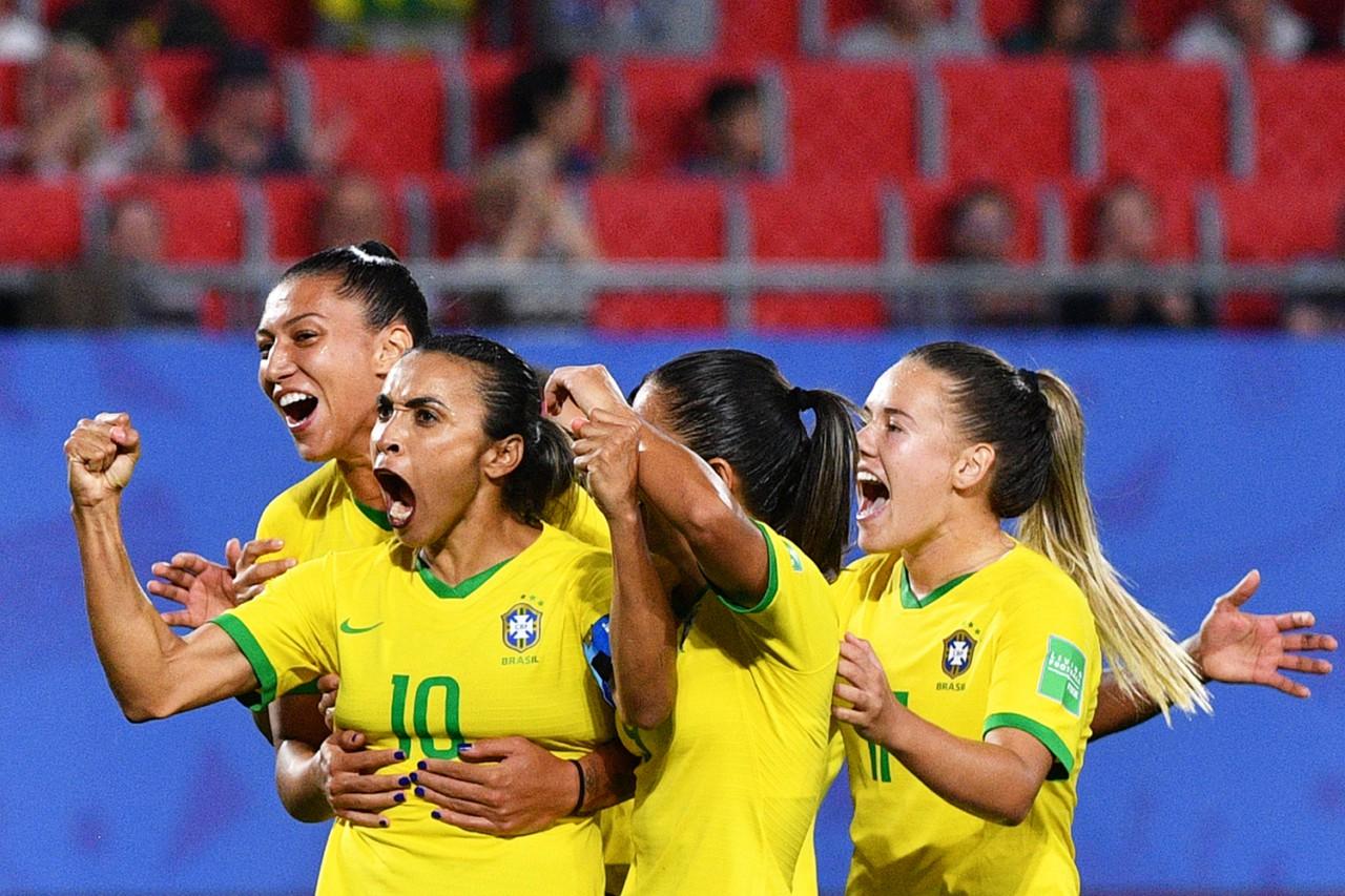 Marta é a grande estrela da seleção feminina - AFP