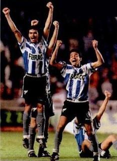Jogadores do Botafogo, com a camisa do La Coruña, mas calção e meião alvinegros, comemoram o título do Teresa Herrera - Divulgação/Botafogo