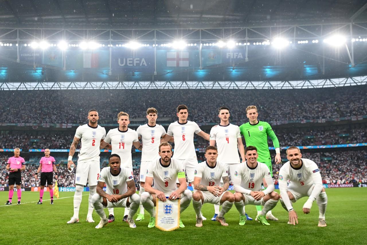 Inglaterra alinhada antes da final da Eurocopa-2020. Equipe com muitas origens migratórias - Getty Images
