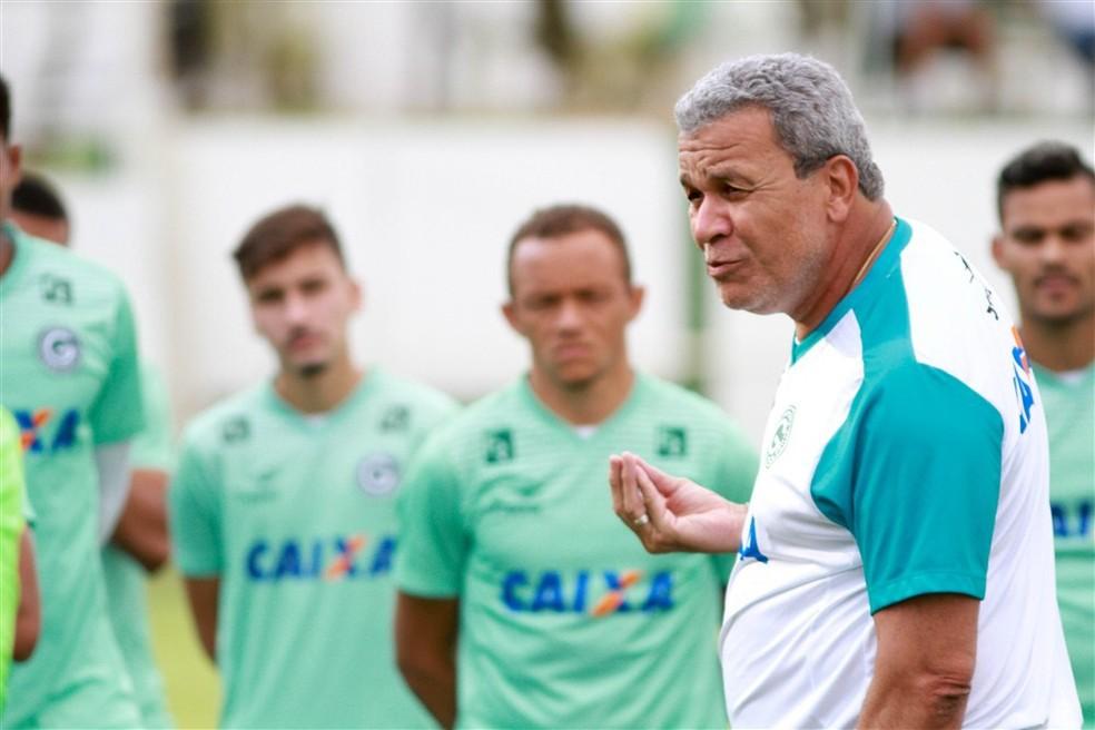 Hélio dos Anjos no Goiás, clube do qual é um dos maiores treinadores da história - Rosiron Rodrigues/Goiás