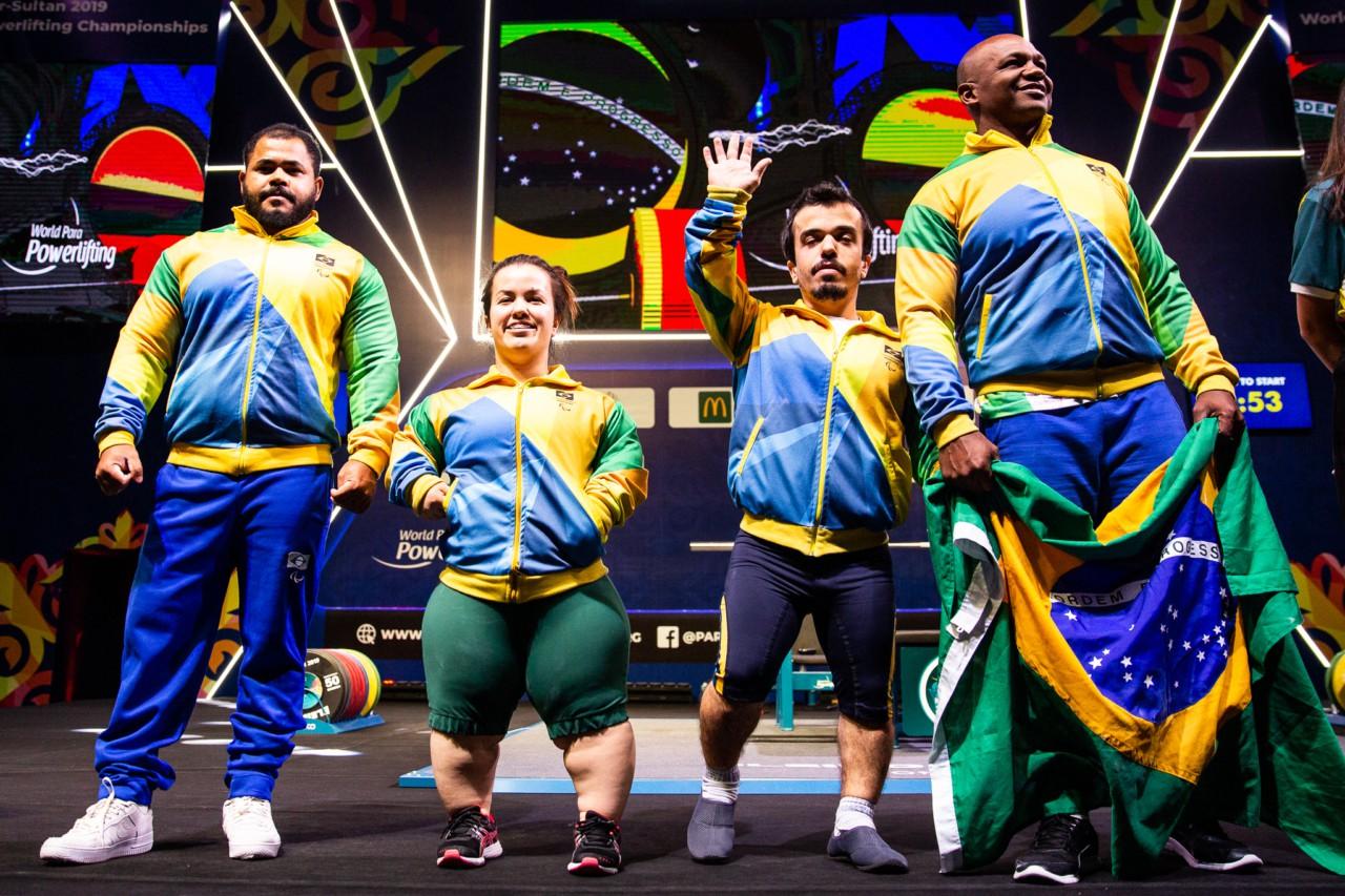 Evânio Rodrigues, Mariana D'Andrea, Bruno Carra e o treinador Valecir Lopes no Mundial 2019 - Ivo Felipe/CPB