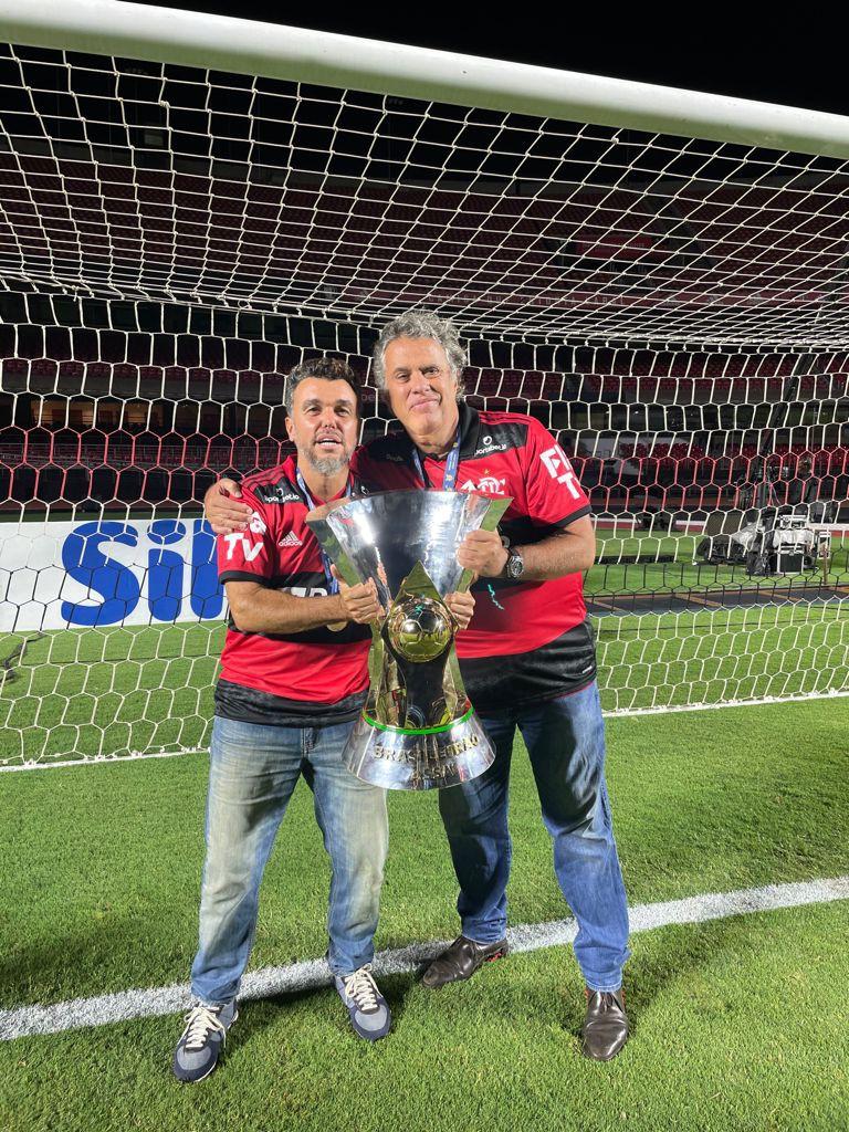 Rodrigo Tostes e Gustavo Oliveira comemoram título do Flamengo - Divulgação