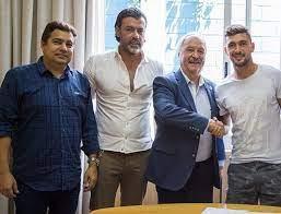 Arrascaeta na renovação de contrato com o Cruzeiro em 2018 - Divulgação/ Cruzeiro