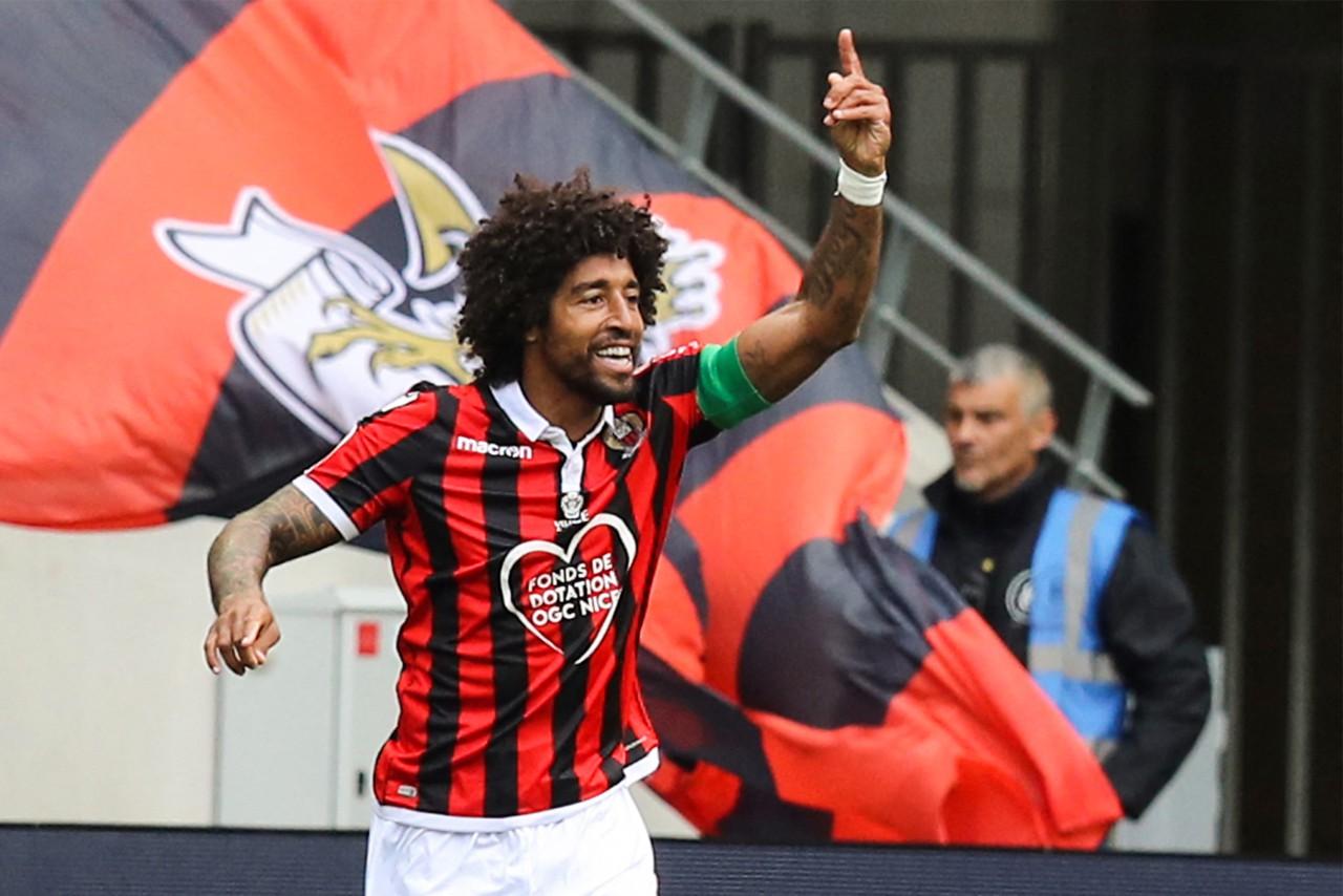 Hoje com 37 anos, zagueiro Dante chegou no futebol europeu ainda em 2004 - AFP